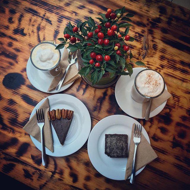 Here's a toast to ending a tropical Mexican evening at a bakery that has paleo desserts: homemade almond milk chai lattes, raw maple pecan pie and cocoa date brownie.️ #healing #desserts #lawofattraction #holistichealth #playadelcarmen #mexico #mayanriviera #rivieramaya #travel #thepitteddate #nutrition #holistichealth #naturalmedicine #organic #raw #vegan #paleo #aip #autoimmuneprotocol #autoimmune #grainfree #glutenfree #dairyfree #sugarfree #DrNatashaF