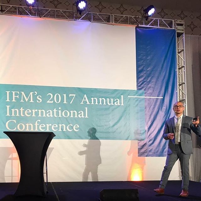 Wow- what a crazy jam-packed year it's been! • Exactly one year ago today I had the honor of speaking at the Institute for Functional Medicines Annual International Conference on the Brain 🧠. It was a dream come true, sharing the stage with other pioneers and giants of Functional Medicine @davidperlmutter @drterrywahls @markhymanmd Dr. Dale Bredesen, Dr. Norman Doidge, Dr. Michael Merzenich, and Dr. Datis Kharrazian. • Since then I've been featured in two ground-breaking documentaries - which were viewed by over 2 million people around the world 🌍 - given lectures, attended international conferences, and finished my first book- an international bestseller on concussion  • I feel totally grateful and blessed to have had all these opportunities living out my purpose on this planet 🏾 • But this year my intention is to create more space in my life- more time with friends, more travel and fun, and more yoga, meditation and movement. And stillness. • Success can only go so far if not balanced with quality time to slow down, savor, and celebrate each moment with friends, family and loved ones- the most precious things in life ️️️ . . . #tbt #downtime #worklifebalance #yearinreview #slowdown #workhardplayhard #relaxharder #manifestreality #meditation #brainsave #brokenbrain #humanlongevityproject #mindfulness #lifebydesign #aic2017la #evolutionofneurology #lifesmission #functionalmedicine #functionalneurology #instituteforfunctionalmedicine #TheModernBrain #neurologymatters #brainhealth #KOBA #drtituschiu